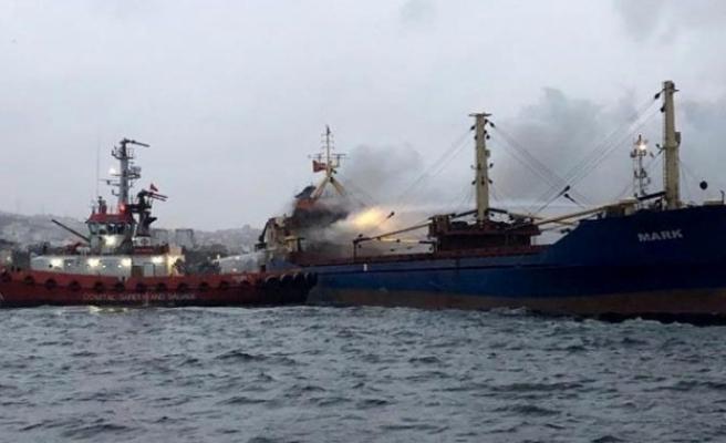 İstanbul'da Pendik açıklarında gemi alev alev yandı