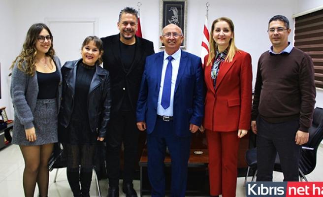Milli Eğitim Ve Kültür Bakanı Özyiğit, Tiyatro Sanatçısı Hüseyin Köroğlu'nu Kabul Etti