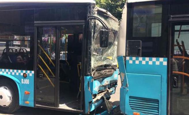 Şişli'de 3 halk otobüsü çarpıştı