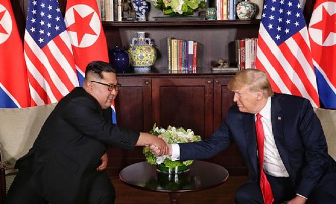 Trump ile Kim Jong-un tarihi zirvede bir araya geldi