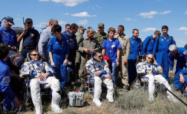 UUİ'deki üç astronot Dünya'ya döndü