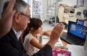 Akıncı, öğrencilerle online derste