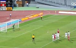 Hakem inat etti, penaltıyı defalarca tekrarlattı...