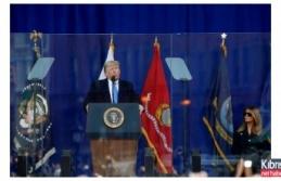 Trump konuşurken dikkatlerden kaçmayan görüntü!