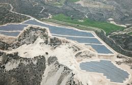 Güney Kıbrıs'ın en büyük güneş parkı faaliyete geçti