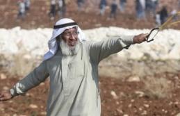"""İsrail mahkemesi """"ihtiyar delikanlı""""nın gözaltı süresini uzattı"""