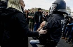 Berlin'de protesto gösterilerinde 150'den fazla gözaltı