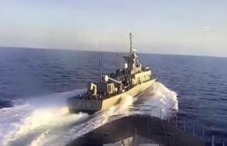 ABD savaş gemisi Rus savaş gemisinin önünü kesti