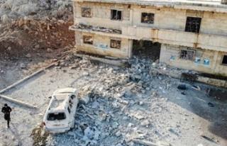 Rus savaş uçakları İdlib'de çadır kampı...