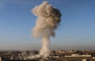 Esed ve Rusya güçleri İdlib'i vurdu: 17 kişi...