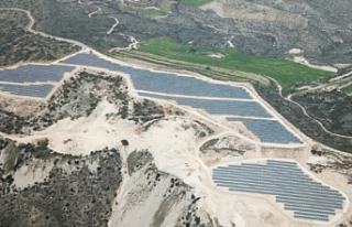 Güney Kıbrıs'ın en büyük güneş parkı faaliyete...