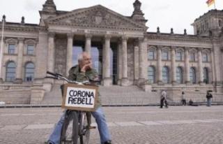Almanya'da son 24 saatte 2143 Covid-19 vakası...