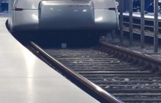 Hindistan'da ilk sürücüsüz metro hattı açıldı