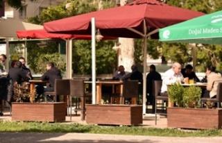 Restoranlar, bugün itibarıyla dış mekân oturma...