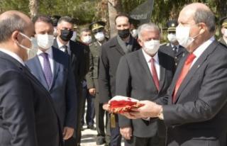 Tatar: Mücahit ile Mehmetçik kucak kucağa yatıyor