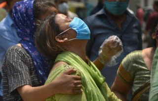Hindistan'da yeni rekor: Son 24 saatte 379 bin...