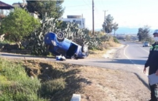 Virajı alamayan otomobil takla attı