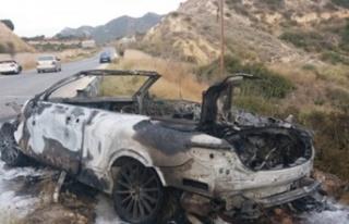 Kaza yapan araç tamamen yandı