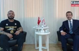 Dışişleri Bakanı Tahsin Ertuğruloğlu Milli Boksör...