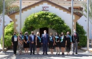 Tatar, Alsancak Mare e Monte yardım derneği üyelerini...