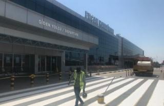 T&T Ercan Havalimanı'nın önündeki yol çizgileri...