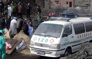 Çin`de Maden Ocağını Su Bastı: 8 Kişi Mahsur