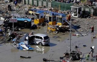 Endonezya'daki depremde bilanço ağırlaşıyor