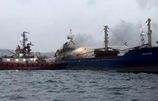 İstanbul'da Pendik açıklarında gemi alev alev...