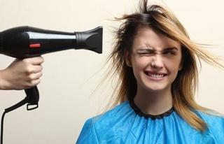 Saçınızı kuruturken bunu asla yapmayın!
