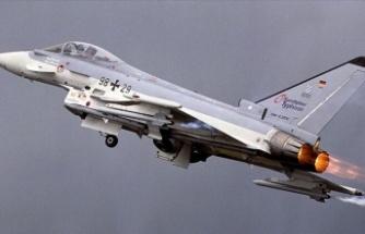 Almanya'da iki askeri jet havada çarpıştı