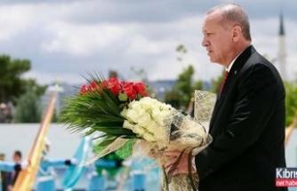 15 Temmuz için ilk tören…  Erdoğan çiçek bıraktı
