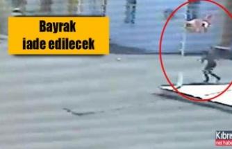 Türk bayrağını çalan Rum genç özür diledi
