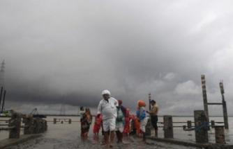 Bangladeş'te Bulbul kasırgası 74 kilometre hızla yaklaşıyor