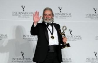 Haluk Bilginer Emmy Ödülleri'nde 'en iyi erkek oyuncu' seçildi
