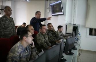 Akar ve komutanlar sınırdaki Komuta Merkezi'nde