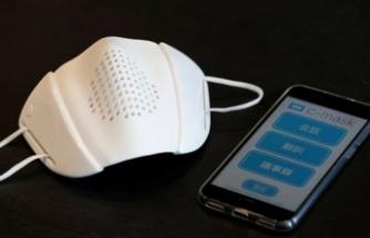 Sekiz dilde çeviri yapabilen ve sosyal mesafeyi koruyan maske