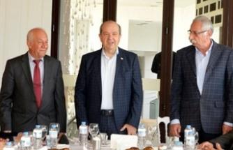 Cumhurbaşkanı Tatar Girne'de vatandaşlarla bir araya geldi