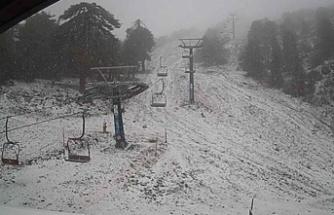 Trodos'a mevsimin ilk karı dün akşam düştü