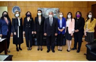 Sennaroğlu, kadın milletvekillerini ağırladı