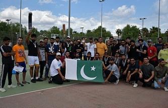 DAÜ Pakistan Öğrenci Topluluğu tarafından kriket turnuvası gerçekleştirildi
