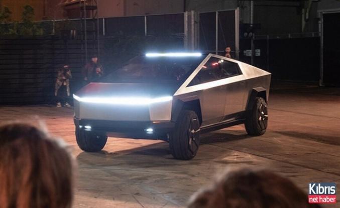 Tesla'nın yeni aracı Cybertruck rekor kırdı!