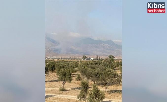 Alevkayası yolunun kuzeyinde sarp arazide yangın çıktı