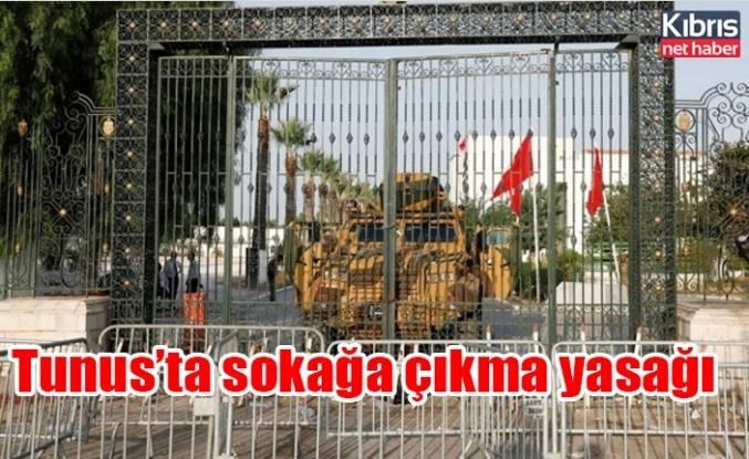 Tunus'ta sokağa çıkma yasağı! 3 kişi bir araya gelemeyecek