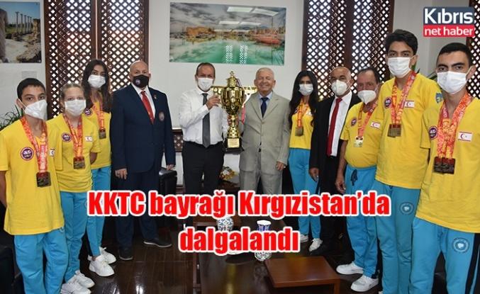 KKTC bayrağı Kırgızistan'da dalgalandı