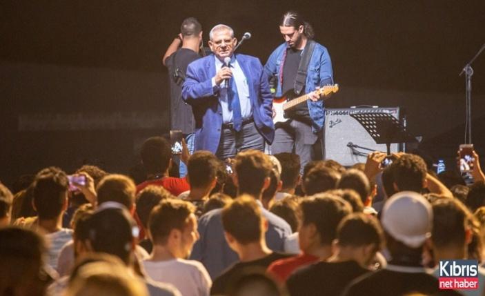 """DAÜ'nün Yeni Öğrencileri """"Hoşgeldin Gecesi""""Nde Doyasiya Eğlendi"""