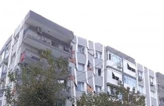 İzmir'de Binanın Yıkılma Anı!